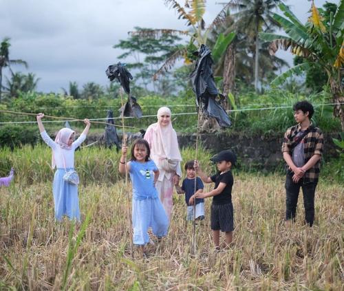 Zaskia Adya Mecca dan anak-anak