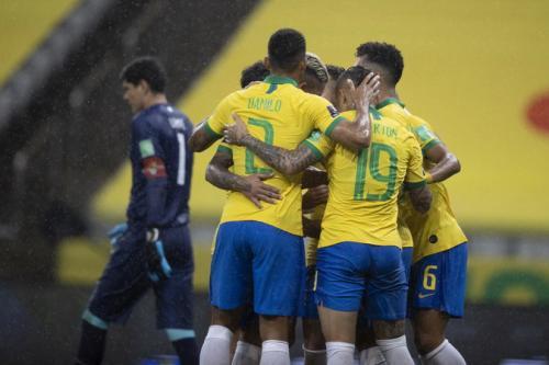 Suasana laga Peru vs Brasil