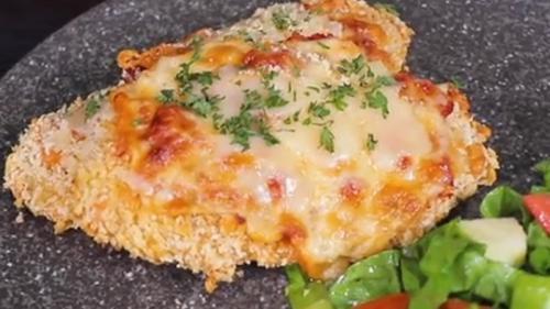 Bagi Anda yang menyukai hidangan ayam panggang, Anda perlu mencoba Baked Chicken Parmesan.