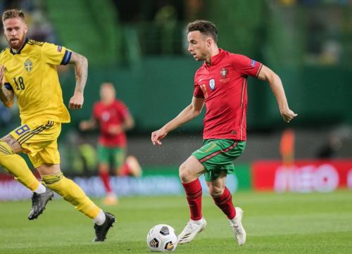 Diogo Jota vs Swedia (Foto: Twitter/@Squawka)