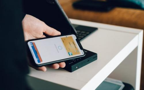 Ilustrasi smartphone. (Foto: CardMapr Unsplash)