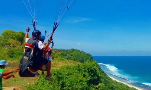 Paralayang di Bali