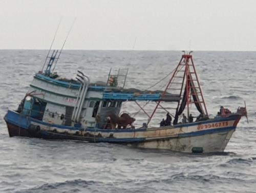 TNI AL Tangkap 2 Kapal Ikan Berbendera Vietnam di Laut Natuna Utara. (Dok Dispenal)