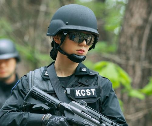 Krystal dalam drama Search. (Foto: OCN)