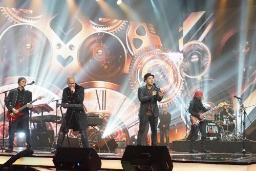 Fadly 'Padi Reborn' tampil di Mega Konser Dewa 19. (Foto: Instagram/@officialrcti)