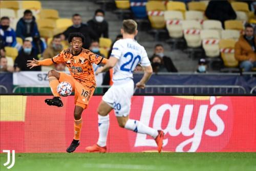 Suasana laga Dynamo vs Juventus