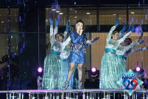 Ayu Ting Ting dalam penampilannya di Kilau Raya MNCTV, pada Sabtu malam (24/10/2020).