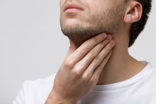 Mengunyah permen karet adalah salah satu latihan yang bagus untuk otot wajah Anda, terutama rahang.