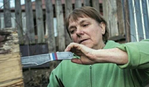 pelempar pisau