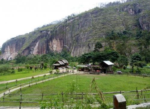 Tebing Lembah Harau