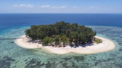 Menenangkan Diri Di Pulau Panambungan Damai Di Hati Okezone Travel