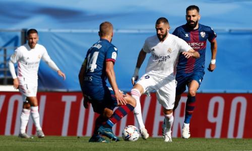 Suasana laga Real Madrid vs Huesca