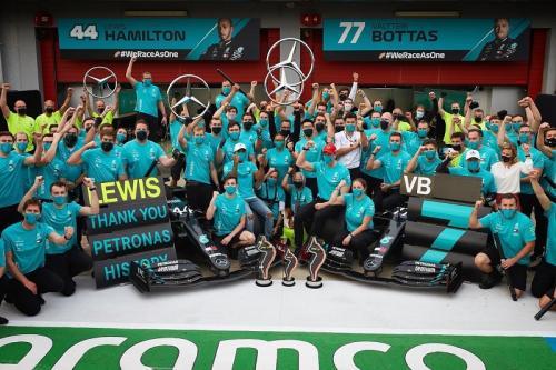 Mercedes rayakan gelar juara dunia ketujuh (Foto: Twitter/@ValtteriBottas)