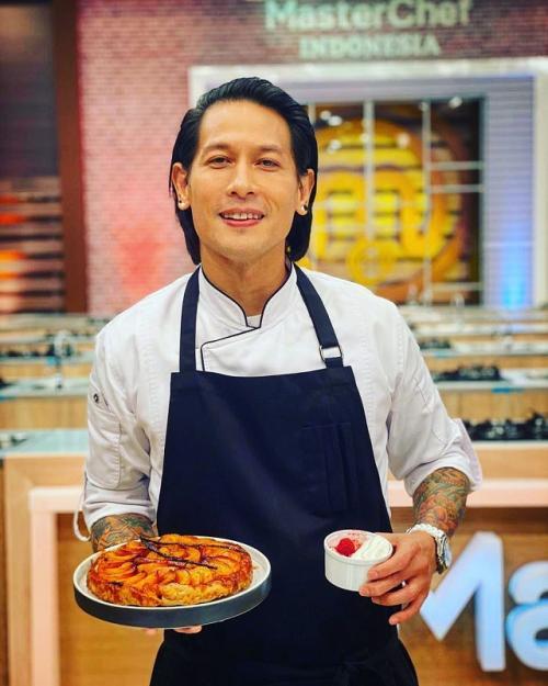 Chef Juna menjadi salah satu dewan juri yang paling berwibawa dan ditakuti di kompetisi memasak prestisius MasterChef Indonesia.