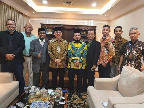 Pengurus AMPHURI bertemu dengan Ketua Komisi VIII Yandri Susanto (Foto : AMPHURI)