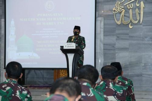 Panglima TNI Marsekal Hadi Tjahjanto saat membberikan sambutan dalam peringatan Maulid Nabi Muhammad di Mabes TNI Cilangkap, Rabu (4/11/2020). (Dok TNI)