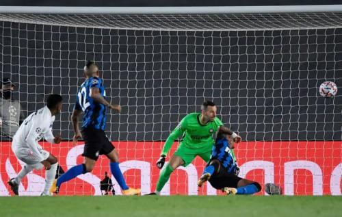 Suasana laga Madrid vs Inter