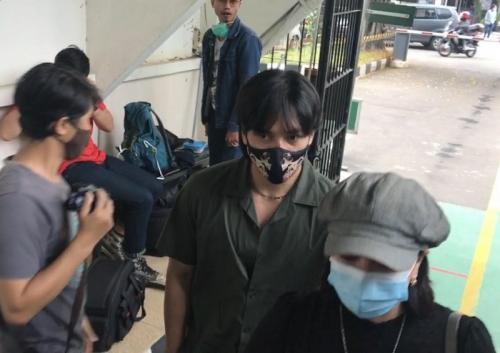 Jefri Nichol datang ke Pengadilan Jakarta Selatan, pada 4 November 2020. (Foto: Okezone)
