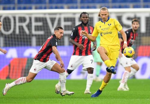 AC Milan vs Hellas Verona (Foto: Reuters/Daniele Mascolo)