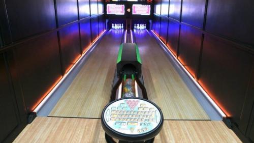 Pengusaha yang berbasis di Michigan telah menciptakan arena bowling mobile pertama di dunia.