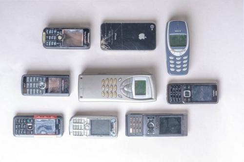 Tukang reparasi ponsel bernama Sehabettin Ozcelik, menyimpan berbagai macam gadget dari masa ke masa sebagai kenangan.