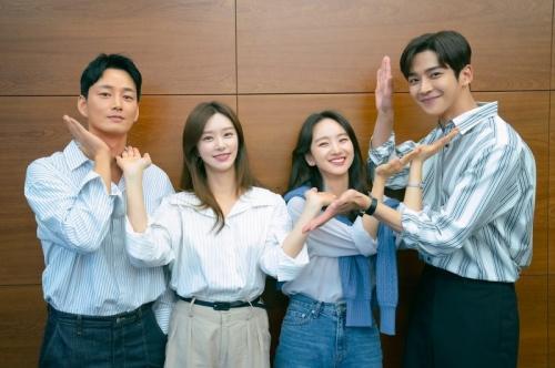 Sesi pembacaan skenario drama Sunbae, Don't Put On That Lipstick. (Foto: JTBC)