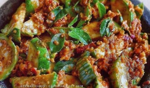 Karedok adalah salah satu makanan sehat khas Sunda.