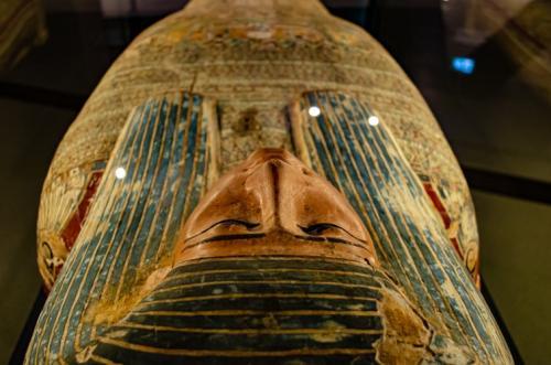 Ilustrasi peti mati kuno berisi mumi. (Foto: Narciso Arellano/Unsplash)