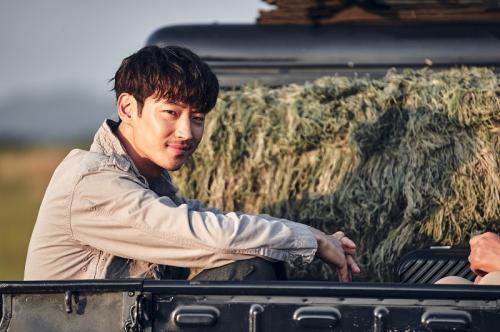 Lee Je Hoon dalam film Collectors. (Foto: Hancinema)