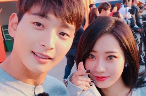 Jinwoon 2AM dan Kyungri.