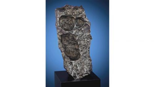 Meteorit merupakan batuan luar angkasa yang berhasil melewati atmosfer dan jatuh ke Bumi.