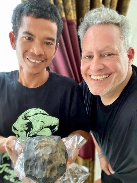 Meteorit senilai Rp25 miliar di Sumatera Utara. (Foto: The Sun)