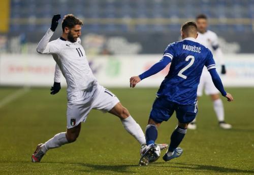 Suasana pertandingan Bosnia vs Italia (Foto: Reuters/Dado Ruvic)