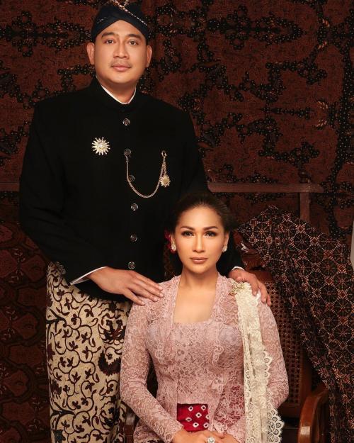 Tata Janeeta dan Brotoseno. (Foto: Instagram/@tatajaneetaofficial)