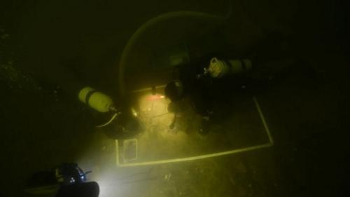 Penemuan kerangka prajurit di dasar danau. (Foto: G Krakauskas/Science Alert)