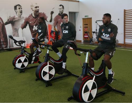 Para pemain Man United saat latihan
