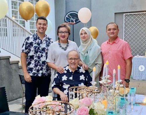 Keluarga Helmy Sungkar