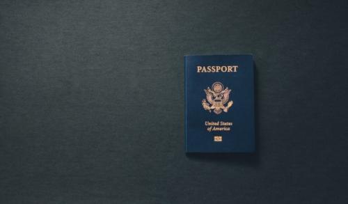 Paspor. (Foto: Kelly Sikkema/Unsplash)