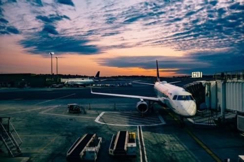 Ilustrasi pesawat. (Foto: Ashim D'Silva/Unsplash)