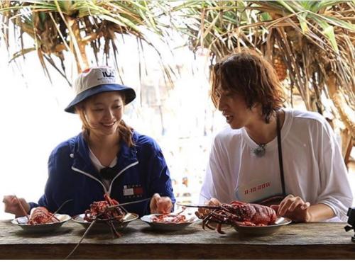 makan di restoran seafood