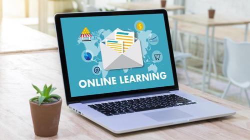 Di tengah pandemi Covid-19 kegiatan belajar mengajar beralih menjadi daring.