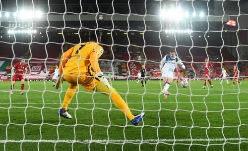 Robin Gosens cetak gol kedua bagi Atalanta (Foto: Reuters/Laurence Griffiths)