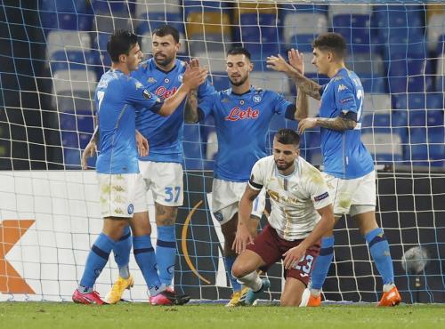 Napoli berlaga di tengah suasana haru (Foto: Reuters)