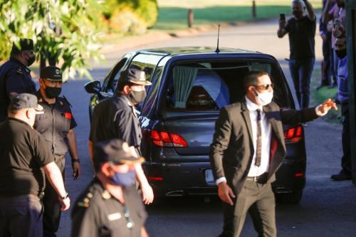 Peti jenazah Diego Maradona (Foto: Reuters/Agustin Marcarian)