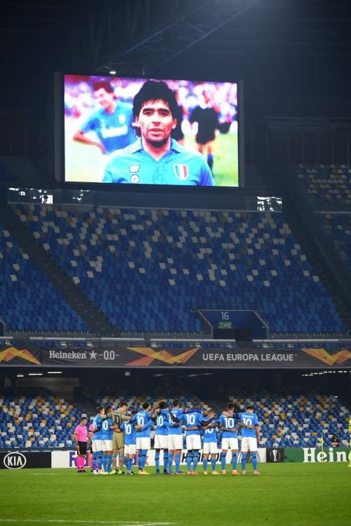 Pemain Napoli kenakan jersey Maradona. BRFootball