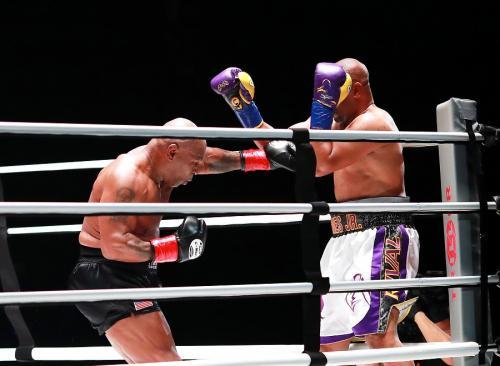 Mike Tyson vs Roy Jones Jr Berakhir Imbang, Warganet Tidak Setuju : Okezone  Sports