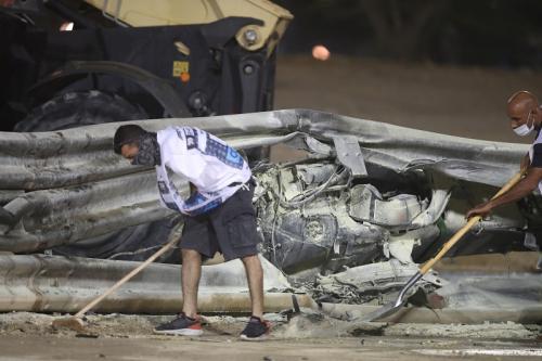 Sasis mobil Romain Grosjean meleleh (Foto: Reuters/Tolga Bozoglu)
