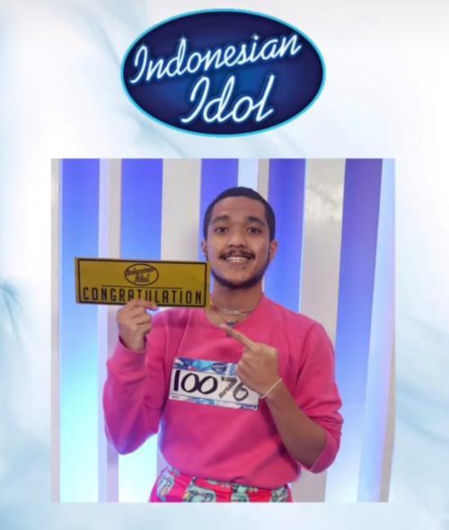 Elijah lolos eliminasi pertama Indonesian Idol. (Foto: RCTI)
