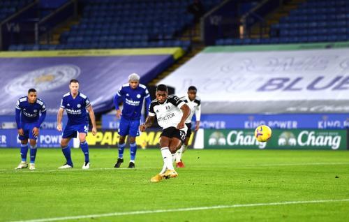 Ivan Cavaleiro gandakan skor lewat titik putih (Foto: Twitter/@FulhamFC)