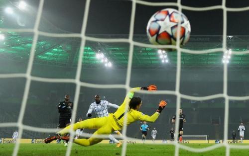 Romelu Lukaku vs Monchengladbach (Foto: Reuters)